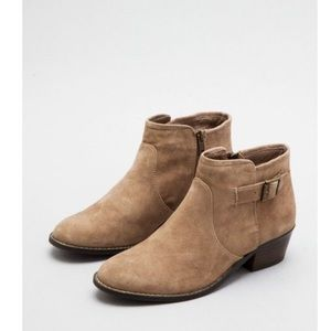 Steve Madden prizzze suede ankle block heel boots